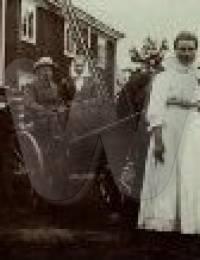 Artturi Tunkkari ja kauppiaantytär Jenny Haglund ovat käyneet kihlakaupungissa kesällä 1912